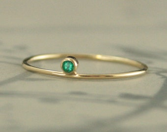 Emerald Gold Ring Diadem Ring Bezel Set Emerald May Birthstone Ring Tiny Emerald Solid 14K Gold Stacking Ring Layered Jewelry Trendy Jewelry