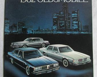 Vintage 1982 Oldsmobile Brochure Ninety-Eight Delta 88 Toronado Wagons