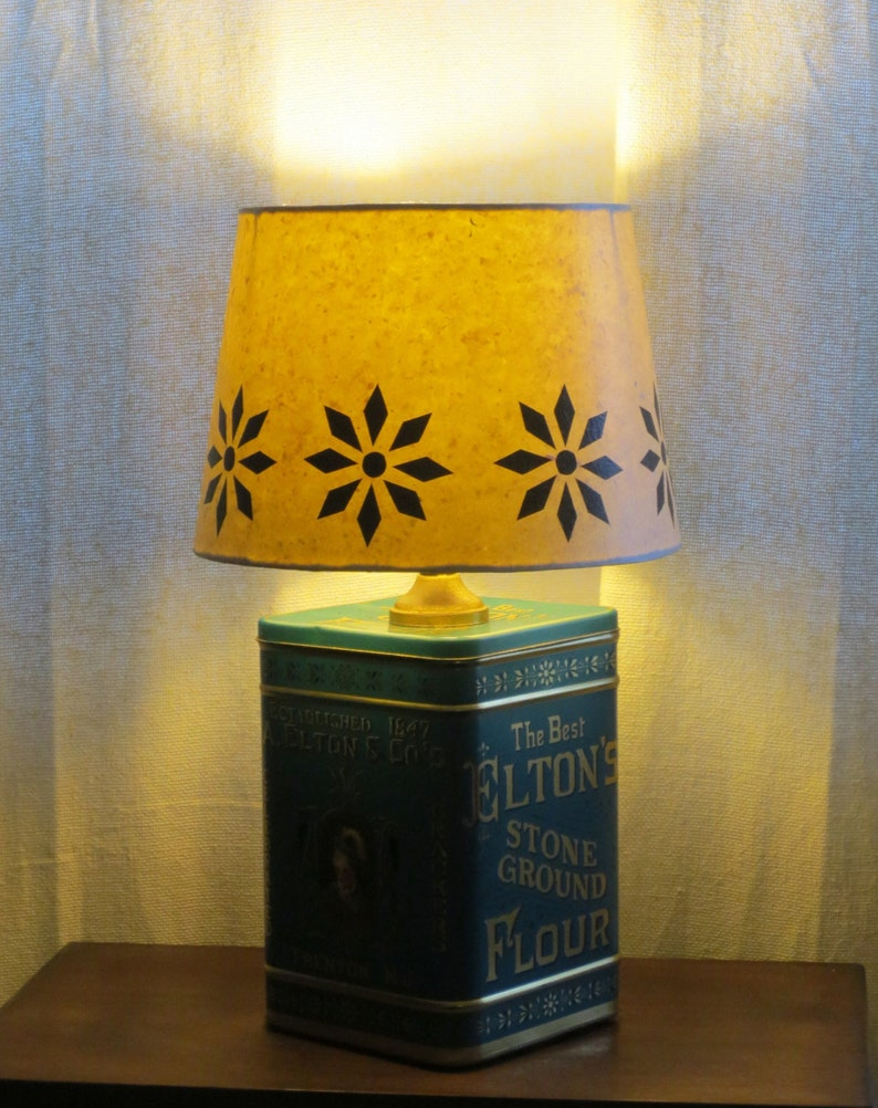 Elton & Co litho tin table lamp with decoupage stencil-look image 0