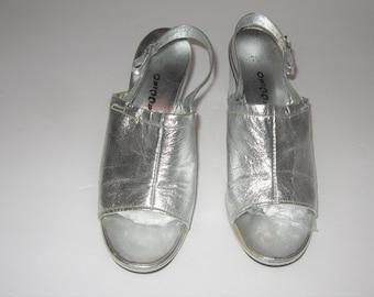 51c24015c7 Vintage Silver Metallic Ladies Shoes 7 1/2B Chunky Heel Sandals 1970s  Capriccio