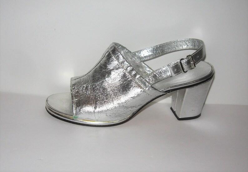 bb8b2299926 Vintage Silver Metallic Ladies Shoes 7 1 2B Chunky Heel