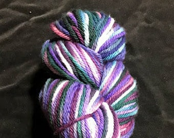 Wild Iris Worsted Superwash teint fil 200 verges