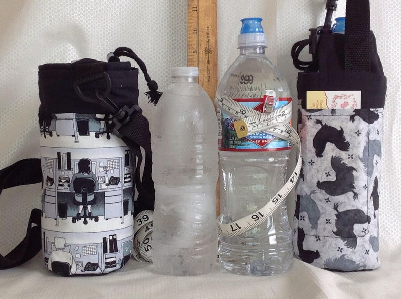 Insulated tote for 16 - 25 oz  (half liter to 750ml) containers black and  white