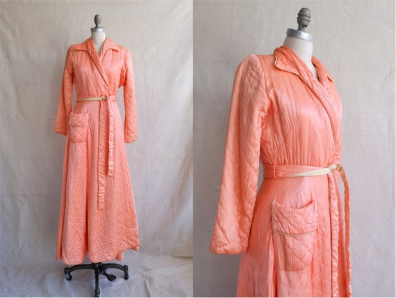 Vintage 40s Peach Quilted Dressing Robe/ 1940s She