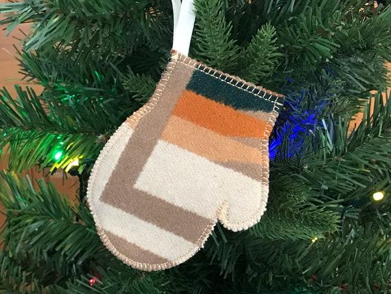 Mitten Christmas Ornament / Gift Tag / Gift Card Holder / Money Holder / Wool Earthy White