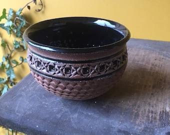 Large Vintage Cal-Style Ceramic Bowl With Lid Birds Nest Textured Pottery Gold Speckled Lid Grapes Vines Leaf Pattern Gold Tone Handle Nob