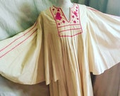 Embroidered Mexican Butterfly Dress - 1930s vintage - boho dress - butterfly sleeve dress - festival - Puebla - huilpul - pink- troppobella
