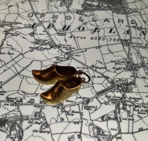Dutch Shoes Charm - 14k gold - Art Deco - travel c