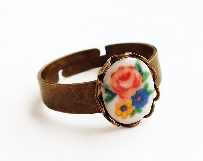 Floral Cameo Ring Small Vintage Glass Rose Flower Ring Adjustable Rose Ring Cameo Stacking Ring Victorian Bouquet Vintage Style