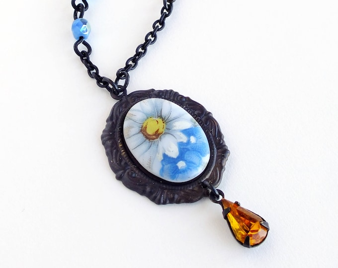 Daisy Flower Cameo Necklace Vintage Blue Floral Cameo Pendant Necklace Victorian Flower Jewelry Gift for Gardeners