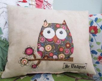 Owl Pillow, Accent Pillow, Summer Pillow, Summer Decor,  Appliqued Pillow, Free-Motion, Appliqued Owl Pillow