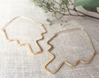modern gold drop earrings, simple earrings, minimalist drop earrings, lightweight gold drop earrings, gold earrings, gold statement earrings