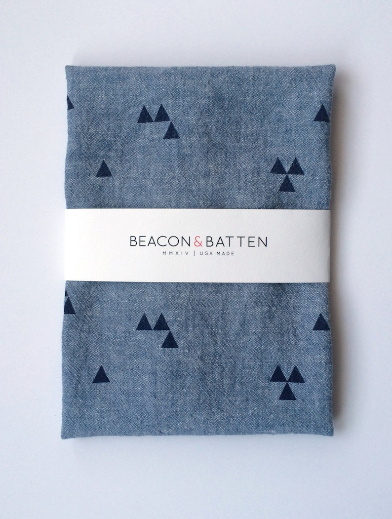 Triangle Towel : Chambray Ground  Navy Print image 0