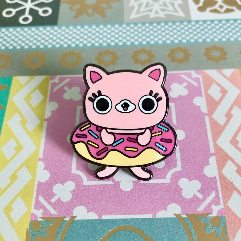 SDCC Exclusive Donut Kitty Enamel Pin image 0