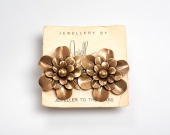 """Signed BROOCH Joseff of Hollywood on its Original """"Point of Purchase"""" Card - """"Jeweler to the Stars"""""""