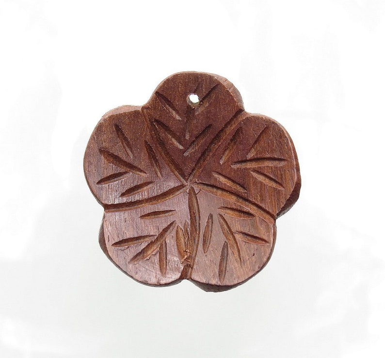 36mm Hand Carved Wood Flower Decorative Pendant PCP18