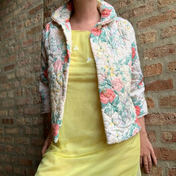 Vintage 60s short quilted floral housecoat by Leis