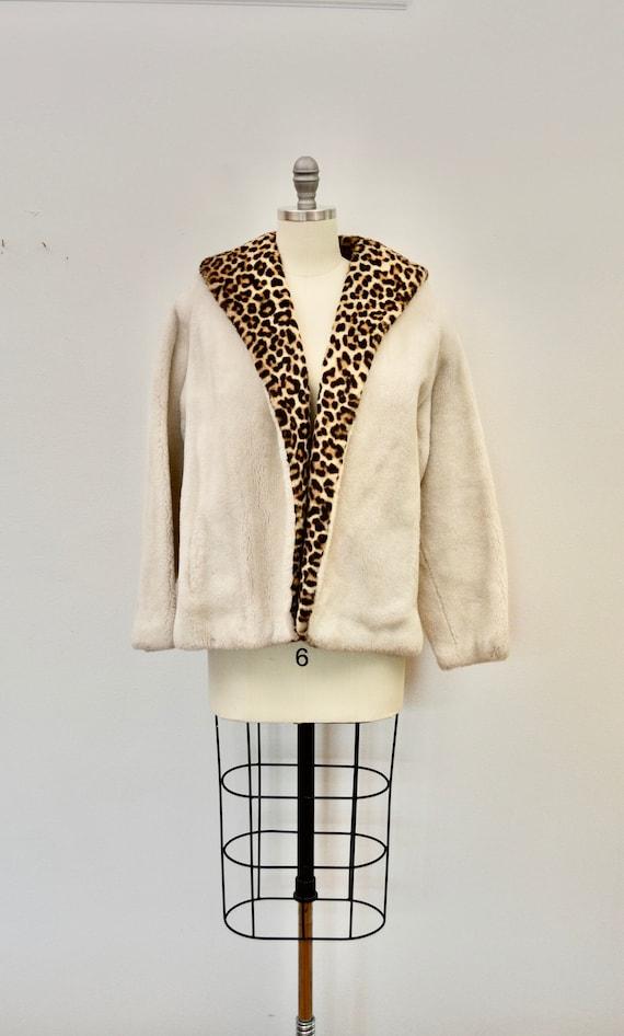 Vintage LEOPARD PRINT fake fur ladies coat