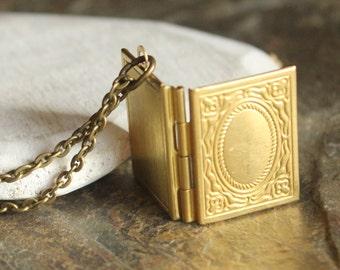 Collier médaillon, or rose, argent ou collier livre en laiton, photo médaillon, cadeau pendentif médaillon en or Rose pour ver de livre de bibliophile N174 du livre