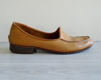 handmade leather shoes, vintage hand-turned leather shoes, vintage leather slip-on shoes, vintage leather loafers, men's size  11 to 11.5