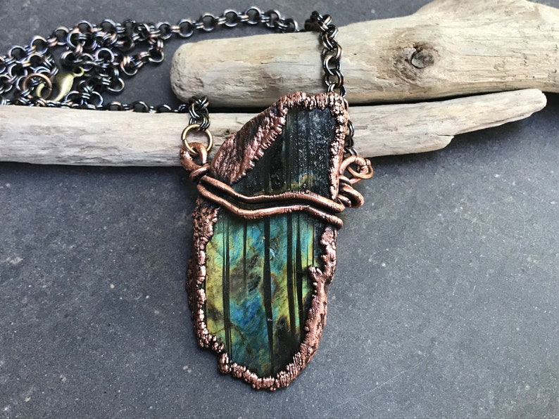 Rugged Beauty  Labradorite Necklace   Striped Green Flash image 0