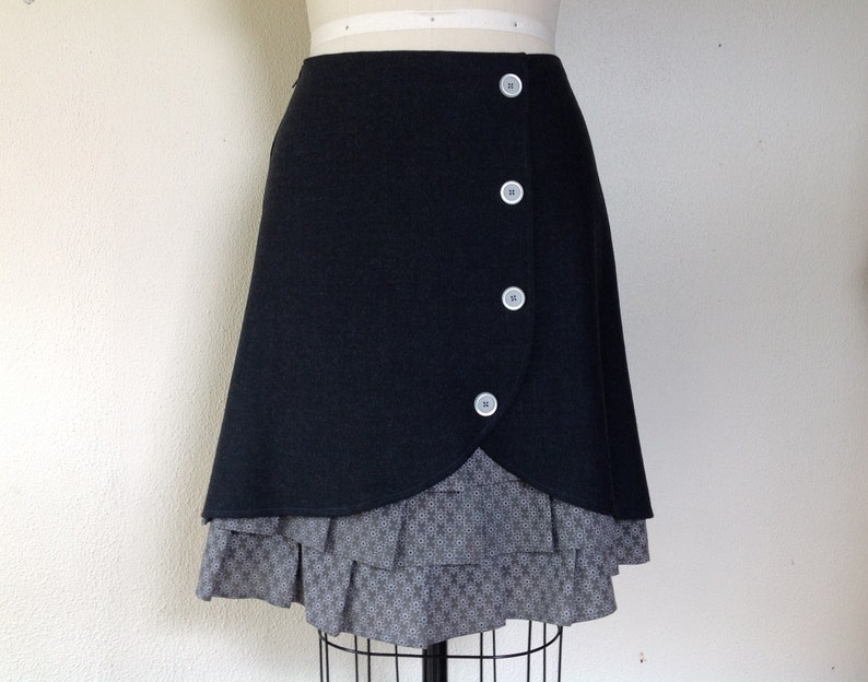 e90038f115 Pauline wool ruffle front skirt Sz 10 | Etsy