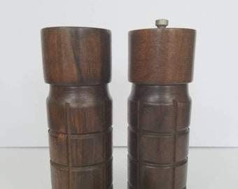 Mid Century Salt and Pepper Shakers // Wooden Salt and Pepper Shakers // Unique Salt and Pepper Shakers