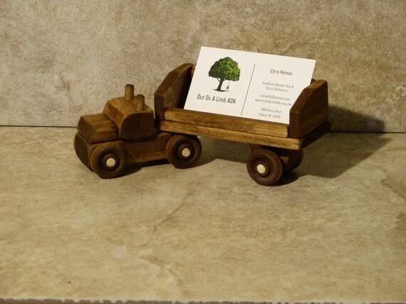 Camion de bois fait à la main carte de visite porte bureau