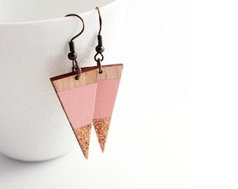 Sparkle triangle wooden earrings - pale pink, natural wood, rose gold glitter - minimalist, modern luxury geometric jewelry