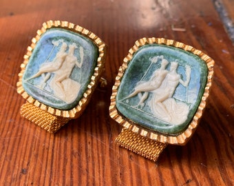 Dramatic 1960's Mesh Wrap Faux Cameo Cuff Links