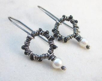 Modern pearl earrings, black spinel earrings, pearl earrings, wire wrapped circle earrings, oxidized silver black & white gemstone earrings