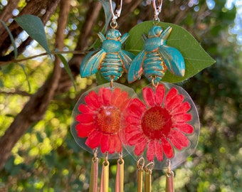 Bee Earrings - Bee and Flower Earrings - Flower Earrings - Natural Flower Earrings - Brass Earrings