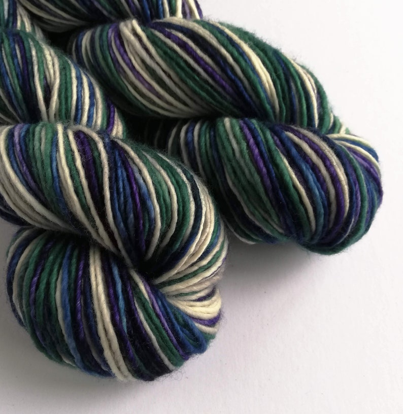 Hand dyed worsted weight singles merino wool yarn. Variegated image 0