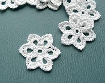 8 Crochet Flower Appliques -- 2 inch Diameter, in White