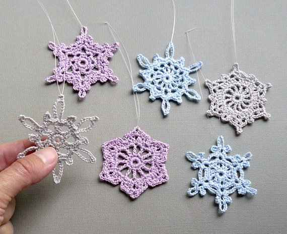 6 mittlere Snowflake OrnamenteBunte gehäkelte Schneeflocken   Etsy