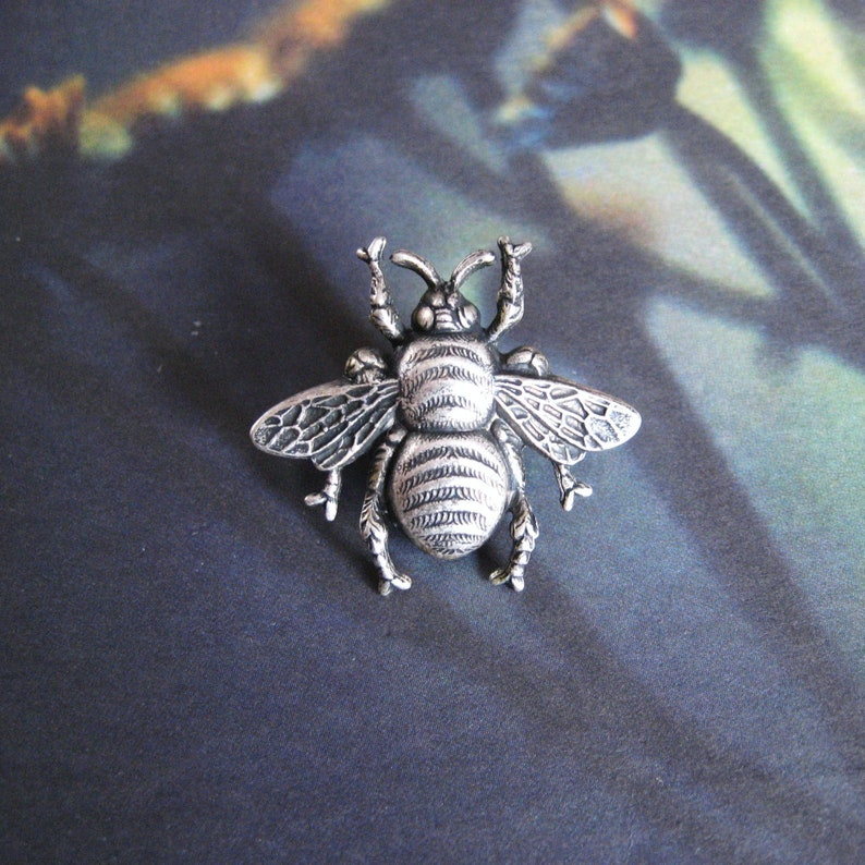 392c678f6fc Larger Bumble Bee Antiqued Silver Plated Bumble Bee Brooch
