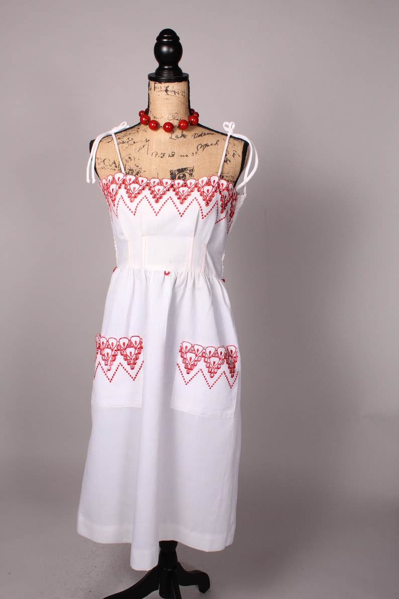 Vintage 60s 70s Dress   Vintage 60s 70s White Sun Summer Dress with Red Accents by Vicky Vaughn Junior Size M