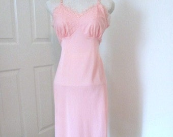 """Vintage Slip - 1960s Slip - Coral Slip - Classic Full Slip - Kayser Slip - Vintage Lingerie - Chiffon - Lace - Bust 36"""" - Gift for Her"""