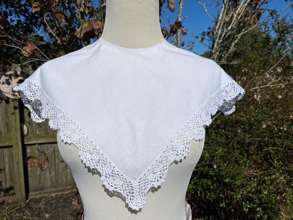 Vintage White Blouse Wide Lace trim color Jane Neal for Tanner Sport Cotton Blouse snap in dickie