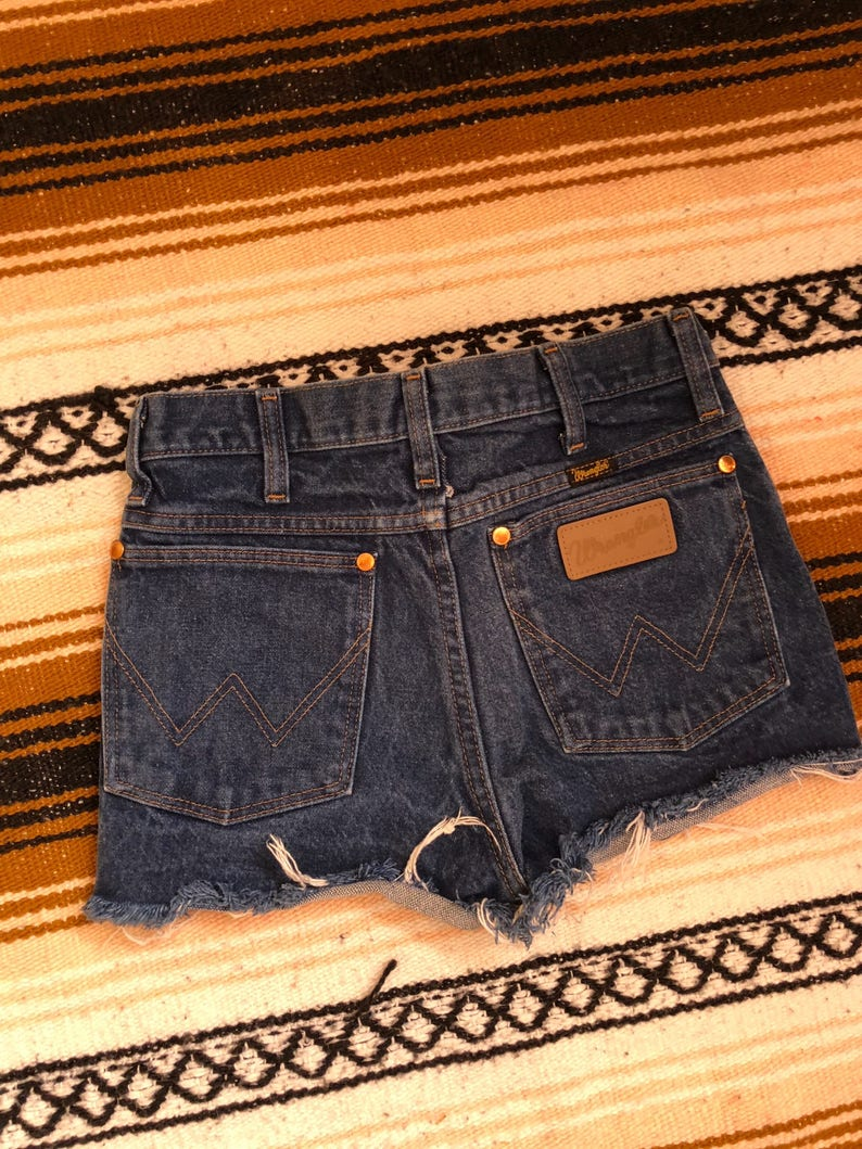 Vintage womens wrangler denim cut off shorts size 26
