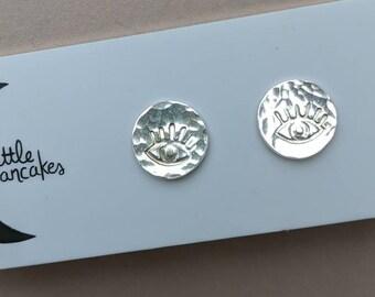 Eye stud earrings, sterling silver dots