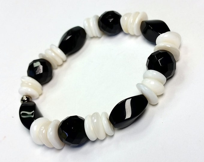 Black and White Stretch Bracelet - White Shell and Black Glass Beaded Bracelet - Black Faceted Glass Beads with White Shell Stretch Bracelet