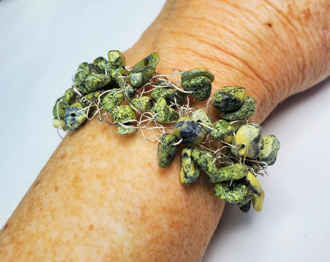 Green Serpentine Chip Beads Wire Crocheted Bracelet with Toggle Clasp - Natural Green & Greenish-Yellow Patterned Stone Beaded Bracelet