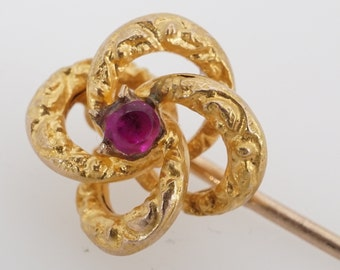 Square Cut Simulated Ruby Vintage Brooch .15ctw 10k Yellow Gold Filigree Pin