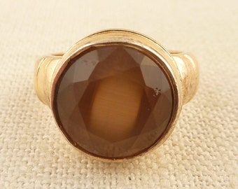 SALE ---- Size 7 Vintage Gold Wash Sterling Ring with Round Faceted Glass Brown Center Stone