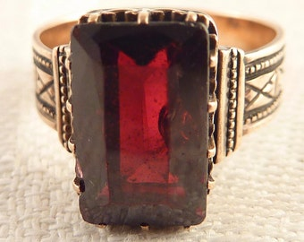 Antique Size 5 Victorian 10K Gold Radiant Garnet Ring