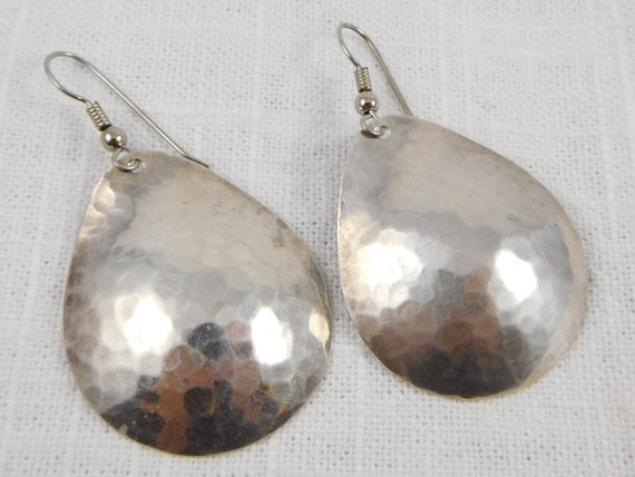 Vintage Modernist Pearce Hammered Sterling Earring
