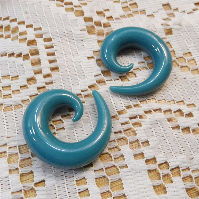Glass gauges 716 in turqouise glass spiral