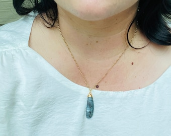 Gold Kyanite Necklace // Blue Kyanite // Gold Necklace// Brass Necklace // Minimalist // Modern // Simple Kyanite Necklace //
