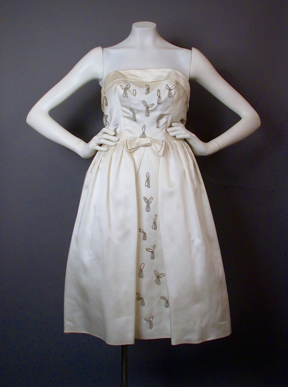Vintage 1960s White Strapless Party/Prom/Bridal Dr
